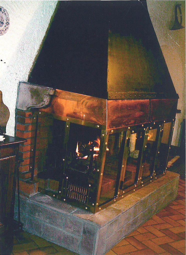 Habillage en métal d'une cheminée